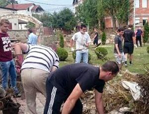 Граѓаните од Тиквешијата активни на терен за помош во поплавените подрачја